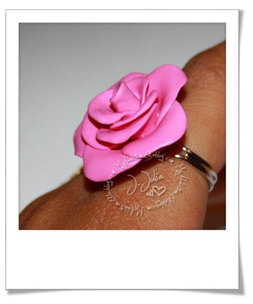 tuto vid o cr er une rose en fimo bijoux sucr s. Black Bedroom Furniture Sets. Home Design Ideas